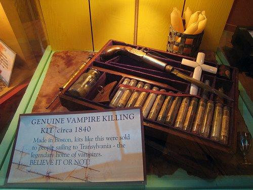 [Vampire-Killing-Kit-07.jpg]